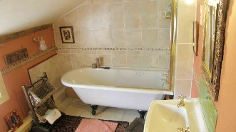Churchhillhouse tuorsuite Simple bathroom design indian